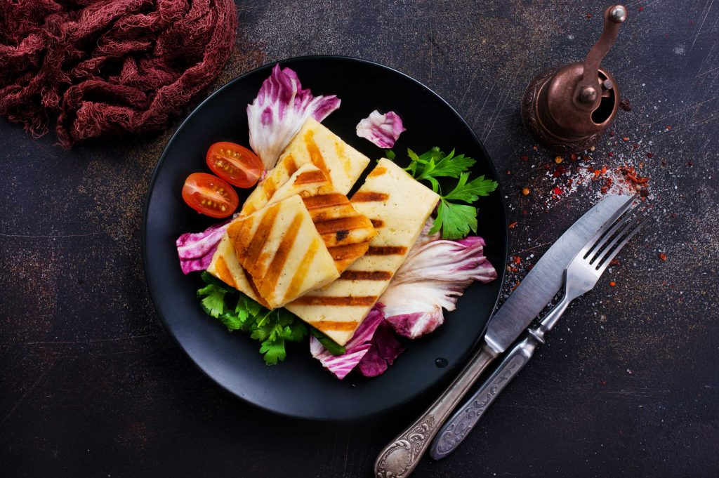 salad with grilled halloumi meat alternative
